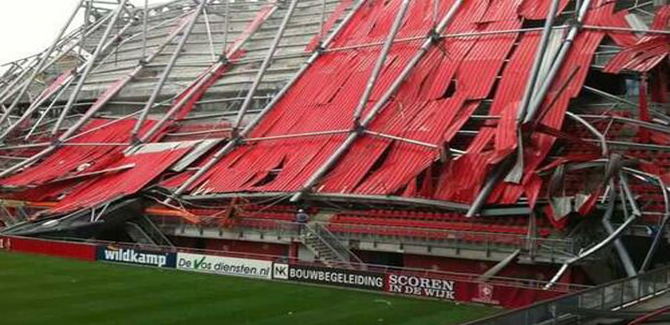 Accident, Le toit du Stade de Twente s'effondre