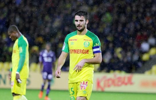 Léo Dubois, capitaine du FC Nantes visé par l'OL et l'OM