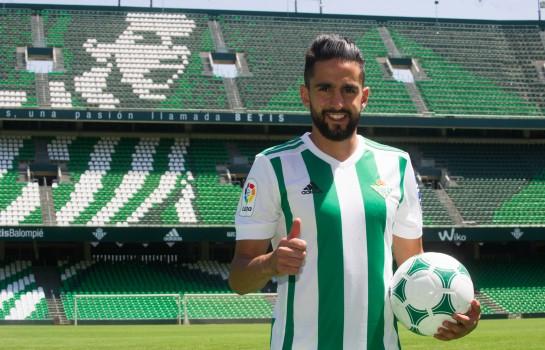 Ryad Boudebouz recruté par l' ASSE au Betis Séville.