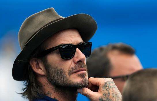 David Beckham discute dans une ambiance bon enfant avec Bella Hadid.