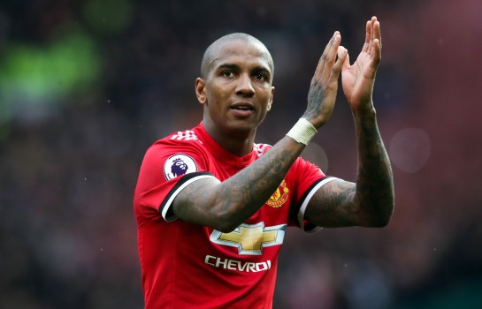 Ashley Young désormais lié à Manchester United jusqu'en 2021.