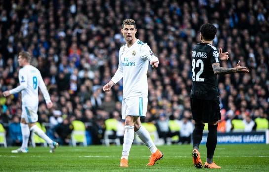 Ronaldo et Dani Alves lors d'un match Real Madrid vs PSG