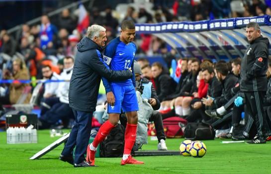 Kylian Mbappé et Didier Deschamps.
