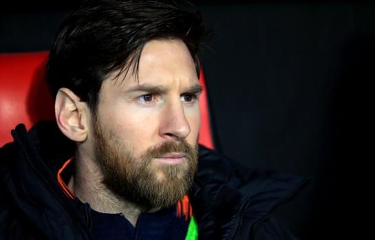 Lionel Messi sur le banc du FC Barcelone.