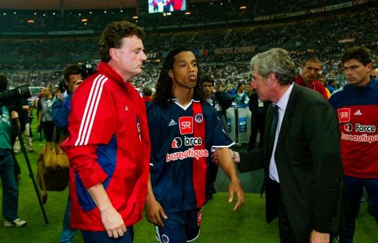Ronaldinho se lâche sur Luiz Fernandez, qui lui répond