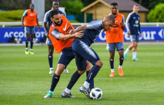 Kylian Mbappé et Adil Rami à l'entrainement.