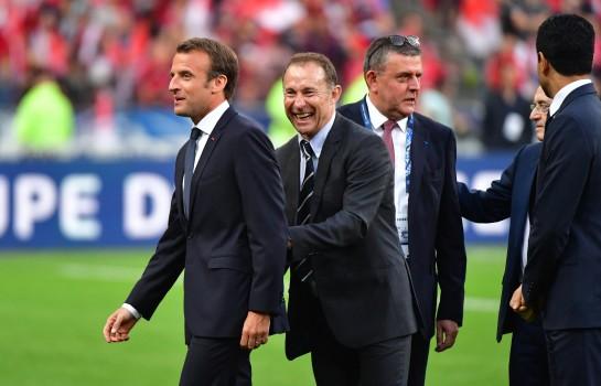 Emmanuel Macron, Michel Platini, Nasser Al-Khelaïfi et le président des Herbiers lors de la finale de Coupe de France.
