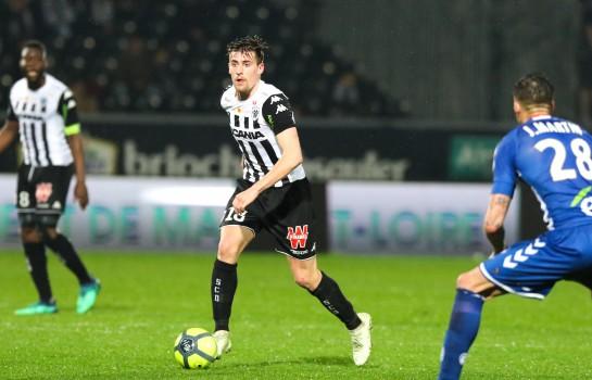 Le SCO Angers refuse 7M€ d' Aston Villa pour Baptiste Santamaría