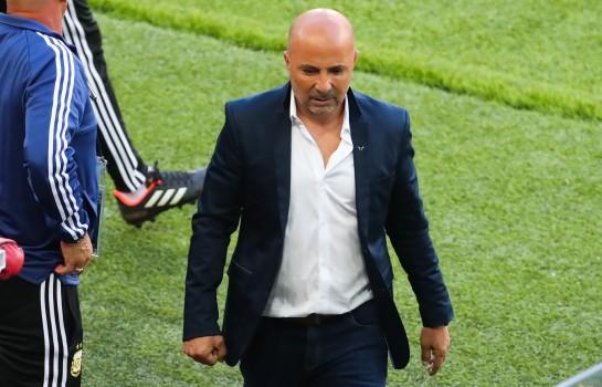 Jorge Sampaoli attend les ordres de Lionel Messi avant de faire ses remplacements