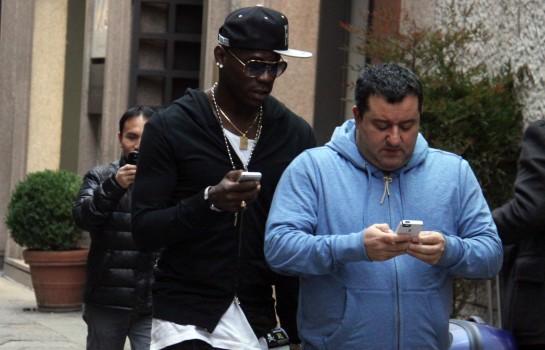 Le buteur de l' OM Mario Balotelli réclame un salaire annuel net de 4M€ à son futur club