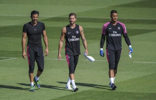 Gianluigi Buffon, Kevin Trapp et Alphonse Areola lors d'un entraînement du PSG.