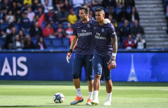 Gianluigi Buffon et Alphonse Areola lors d'un entraînement du PSG.