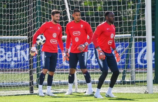Le gardien emblématique de l' OM n'a pas été retenu en équipe de France