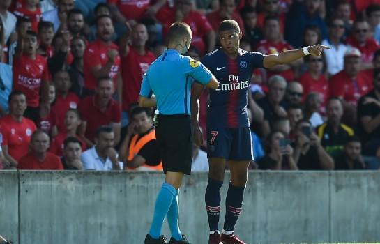 Kylian Mbappé a reçu un carton rouge samedi contre Nîmes Olympique.