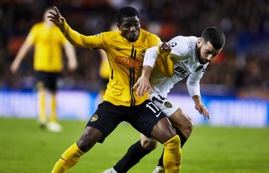 Roger Assalé, attaquant des Young Boys de Berne (en jaune et noir).