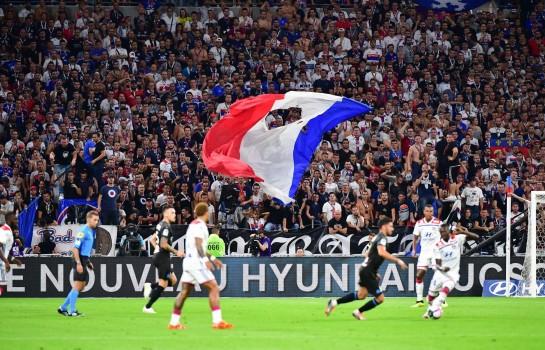 Deux supporters de l' OL interdits de stade pendant un an.