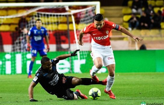 Radamel Falcao (AS Monaco) tacle par Wylan Cyprien (Nice).