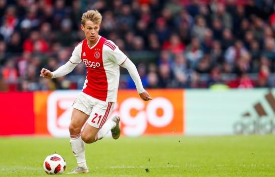 Frenkie De Jong fortement pressenti au PSG par la presse néerlandaise.