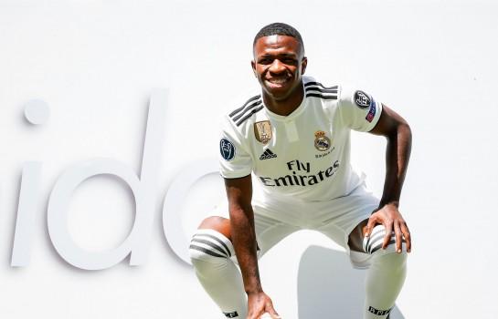 Vinicius Junior lors de sa présentation officielle au Real Madrid.