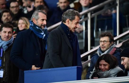 Nicolas Sarkozy dans les tribunes du Parc des Princes avec Jean-Claude Blanc, directeur général délégué du PSG.