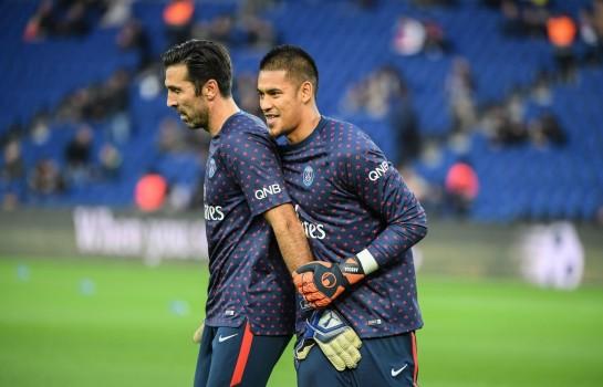 Gianluigi Buffon et Alphonse Areola, deux gardiens de but du PSG.