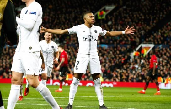 Kylian Mbappé en pleine célébration après son but à Manchester.