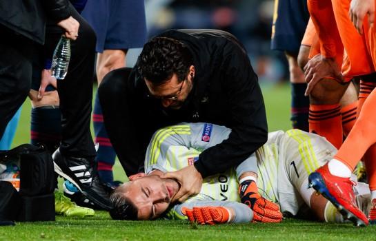 Anthony Lopes, gardien de but de l'OL touché à la tête.