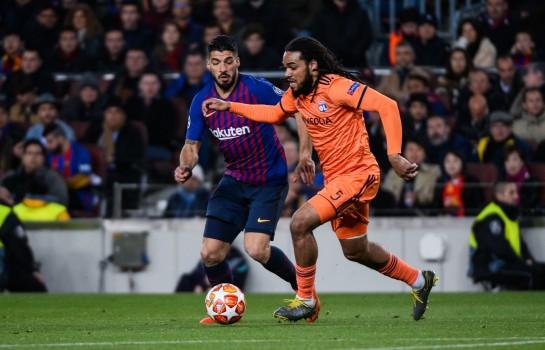 Jason Denayer (OL) face à Luis Suarez (Barça).