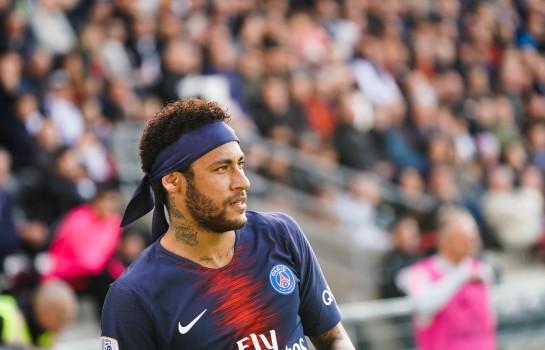 Neymar, attaquant du PSG, vers un retour au Barça cet été ?
