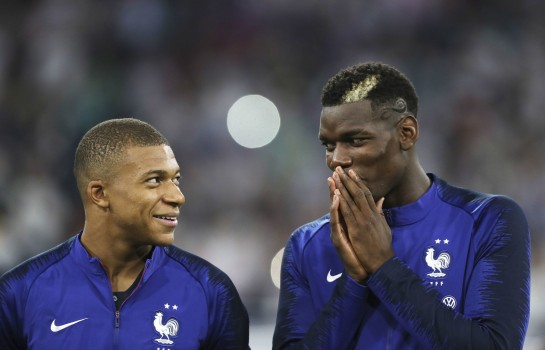Kylian Mbappé et Pogba sous le maillot de l'équipe de France.