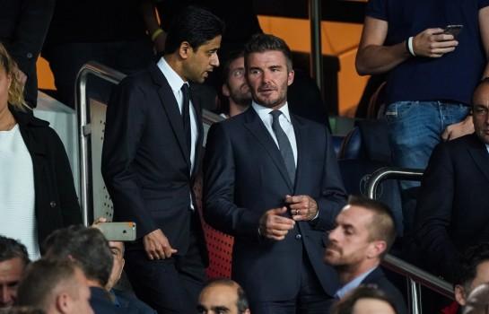 David Beckham et Nasser Al-Khelaïfi dans les tribunes du Parc des Princes lors du choc entre le PSG et le Real Madrid.