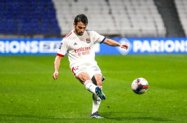 Léo Dubois en mission contre le FC Nantes