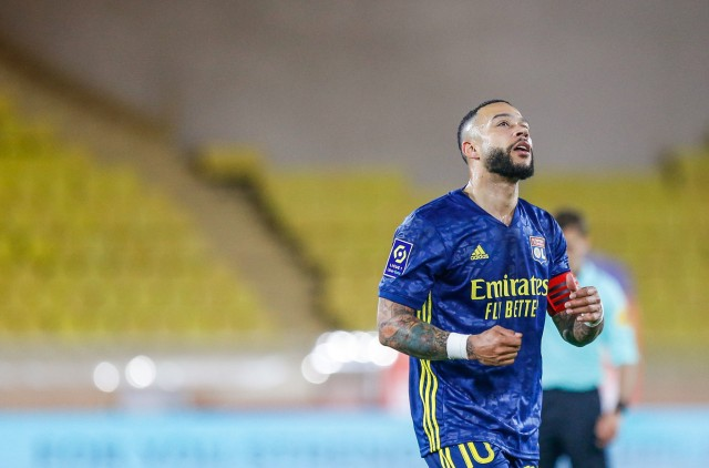 Memphis Depay suspendu contre le FC Lorient