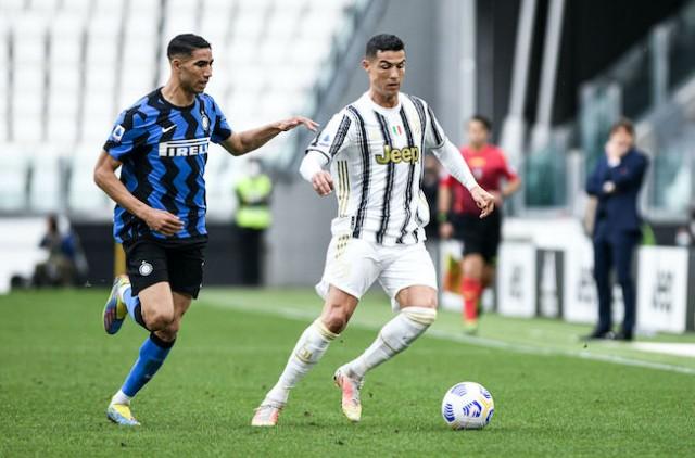 Achraf Hakimi se frotte à Cristiano Ronaldo