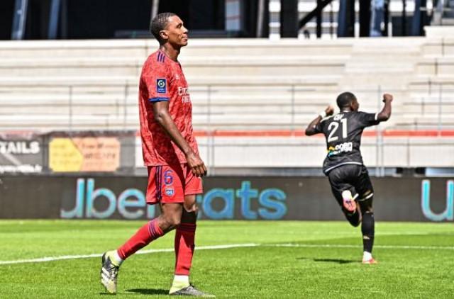 Marcelo Guedes poussé vers la sortie à Lyon