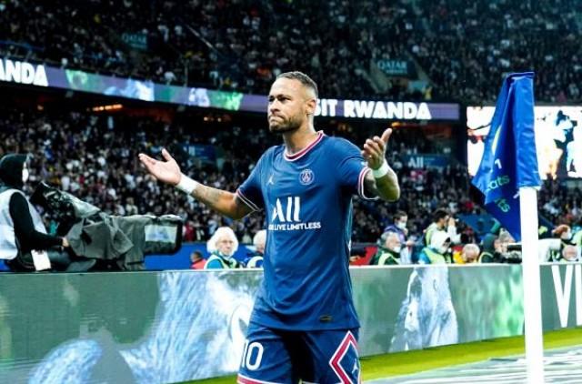 Neymar Jr savoure la victore du PSG contre l'OL