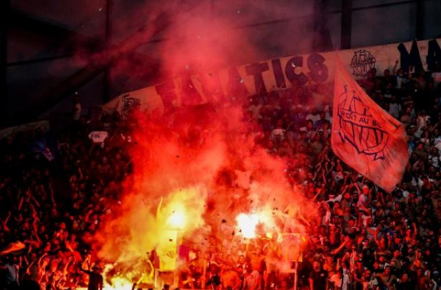 Marseille fans with smoke bombs against ASSE