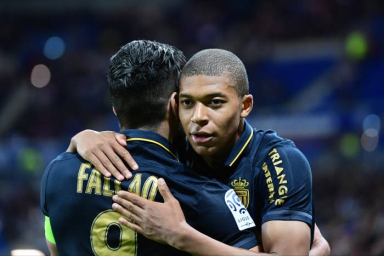 Mbappé poussé par l'AS Monaco au Real Madrid.