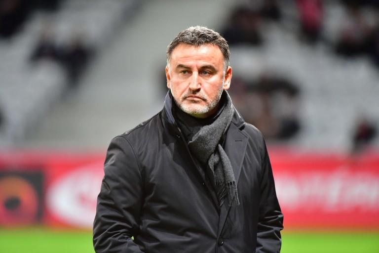 Christophe Galtier, entraineur du LOSC, inquiété par Bordeaux sur une piste estivale.