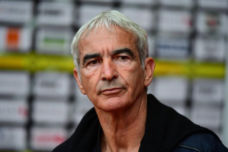Raymond Domenech exige la prolongation d'Edinson Cavani au PSG.