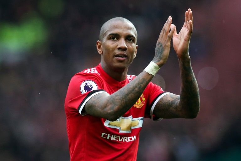 Ashley Young désormais lié à Manchester United jusqu'en 2021.