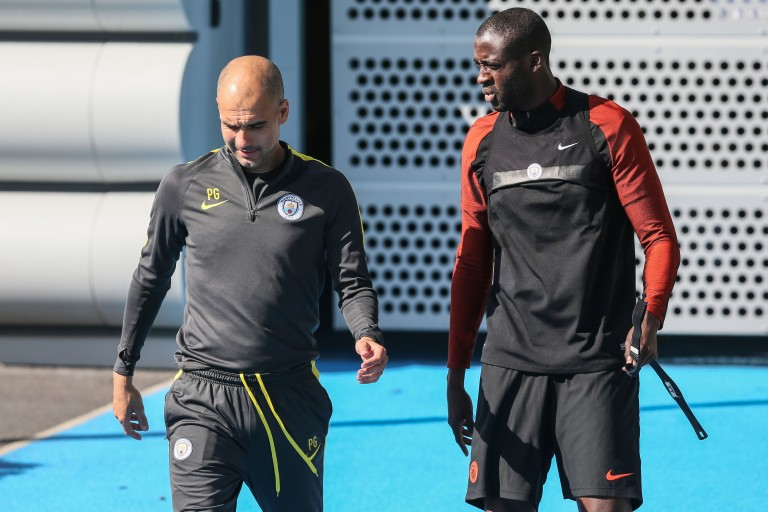 Pep Guardiola et Yaya Touré lors d'une séance d'entraînement de Manchester City.