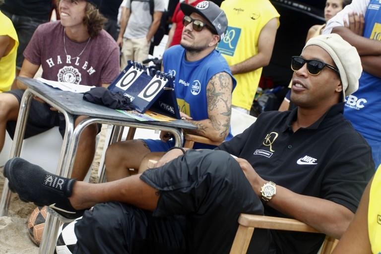 Ronaldinho, ses adieux aux prisonniers