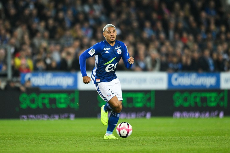 Le RC Strasbourg suit un joueur de Liverpool au Mercato pour succéder à Kenny Lala.