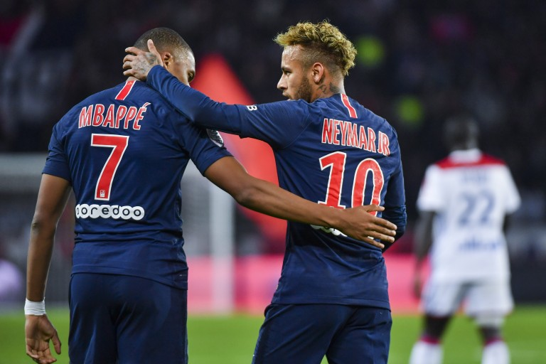 Pour Alves, Kylian Mbappé doit s'inspirer de Neymar.