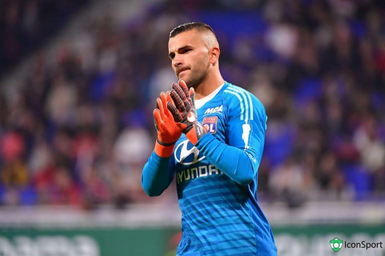Anthony Lopes, gardien de but de l'OL, visé par le PSG.