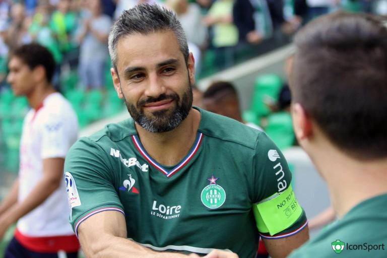 Loïc Perrin, capitaine de l' ASSE rêve de coiffer l' OL sur le podium de L1.