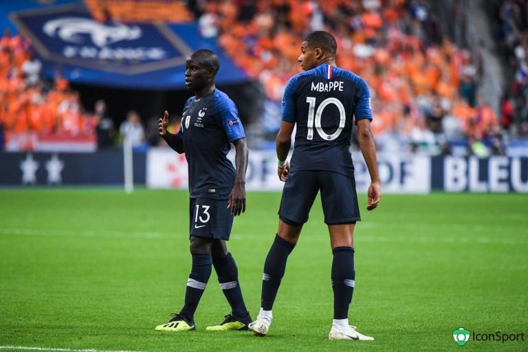 Kylian Mbappé et N'Golo Kanté sous les couleurs de l'équipe de France.