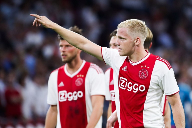 Donny Van De Beek dément un accord avec le Real Madrid.