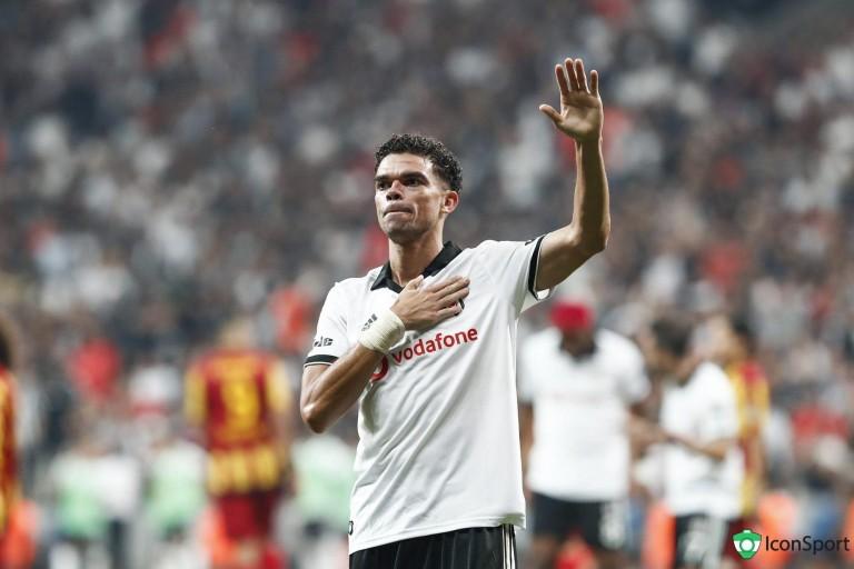 Pepe s'est engagé avec FC Porto pour les 18 prochains mois.